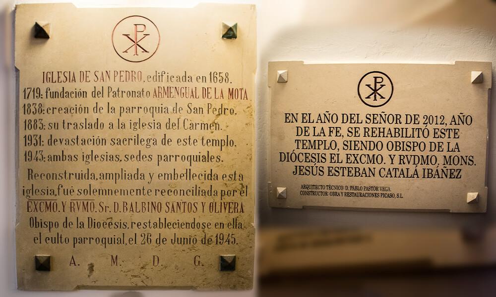 Lapidas laterales de San Pedro Apóstol (Málaga)