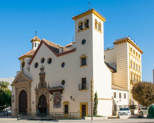 Fachada principal de San Pedro Apóstol